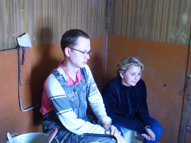 Morebeer и Ирина Трофимова о чем-то грустят возле печки после обеда.