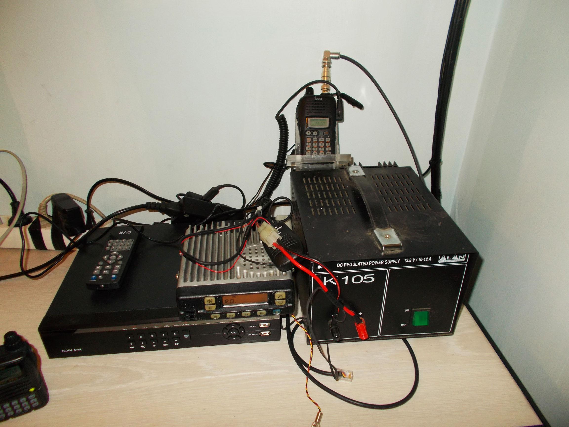 Общий вид ретранслятора в помещении.