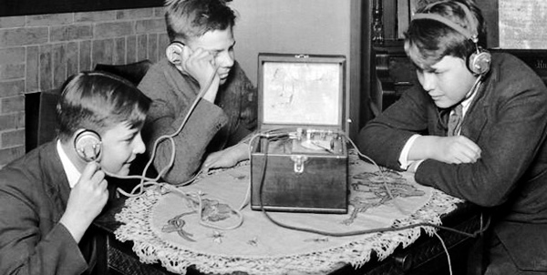 День радіо, телебачення і зв'язку - свято з багаторічною історією